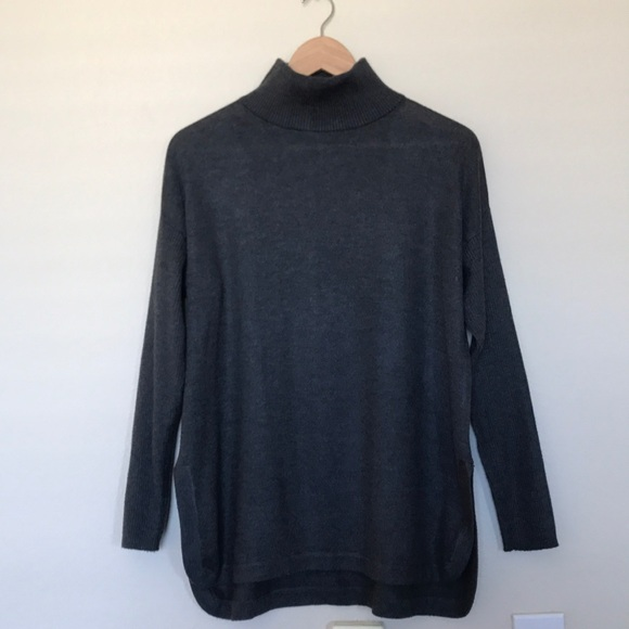 8704555bacf Vince Camuto Ribbed Turtleneck. M 5a7f3764a825a6aeb9945871